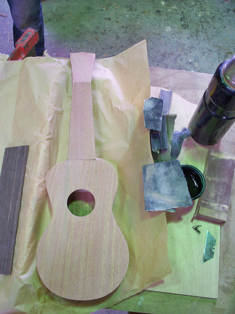 ukulele bois acajou hetre wood artisanal work in progress